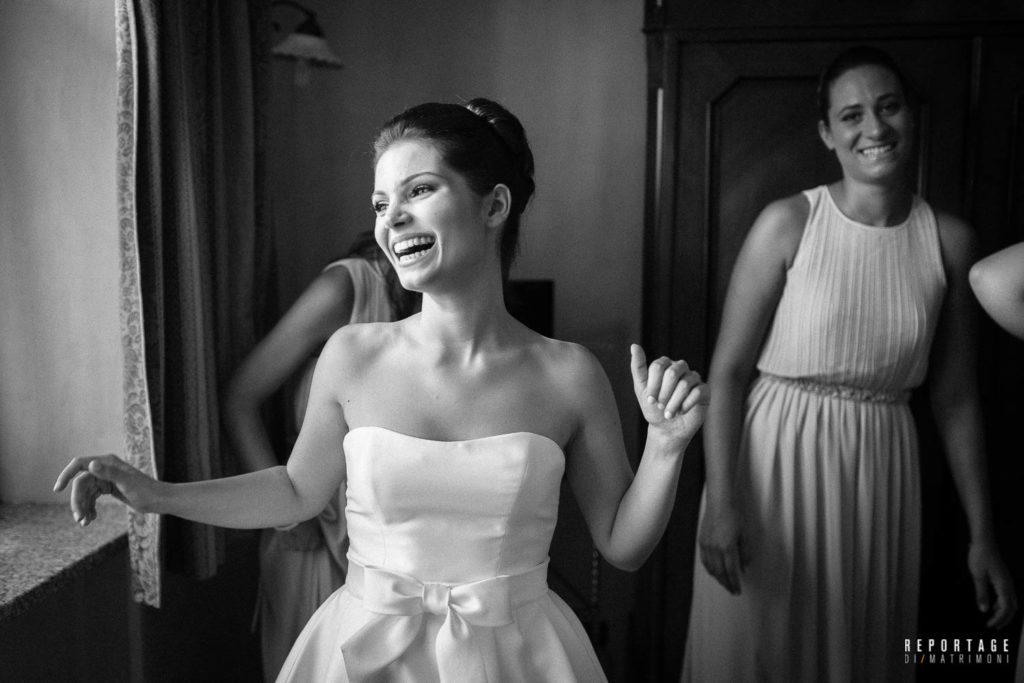 preparazione Sposa felice con amiche